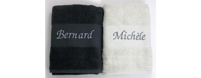 Draps de bains assortis pour les mariés