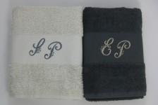 Serviettes de toilette assorties pour les mariés